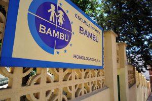 Entrada desde la calle de la Escuela Infantil Bambú de Alcobendas